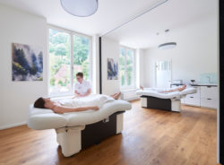Überdurchschnittlich breite Behandlungsliegen sind nur ein Teil des Wohlfühlfaktors des ANNEMARIE BÖRLIND Natural Beauty Spa Konzepts. Foto: ANNEMARIE BÖRLIND